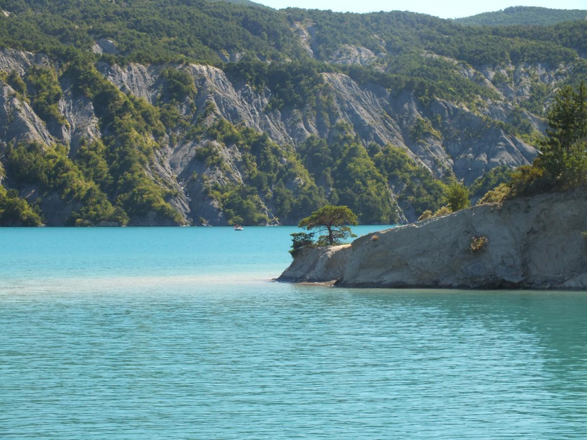 Lac Serre Poncon : Baie st michel lac de serre ponçon par une belle journée d hiver